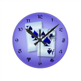 La araña hace el reloj de pared 21