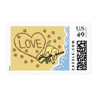 La arena amarilla de Labrador pone letras al Sellos