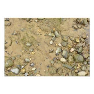 la arena de la textura de la orilla del río empied fotografías