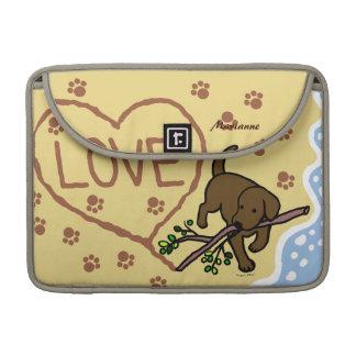La arena de Labrador del chocolate pone letras al  Fundas Para Macbook Pro