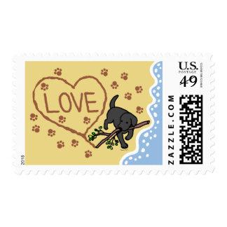 La arena negra de Labrador pone letras al dibujo Sellos