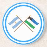La Argentina y banderas cruzadas negro de Río Posavasos Cerveza