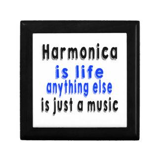 La armónica es vida que todo lo demás es apenas cajas de recuerdo