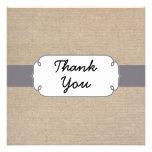 La arpillera gris y beige rústica le agradece card invitacion personalizada