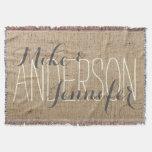 La arpillera personaliza nombres de la novia y del manta