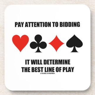 La atención de la paga a hacer una oferta posavasos