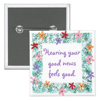 La audición de sus buenas noticias se siente bien  pin cuadrada 5 cm