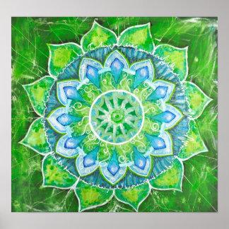 La aureola cariñosa del centro de energía del verd póster