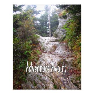 La aventura aguarda apenas sobre el rastro fotografías