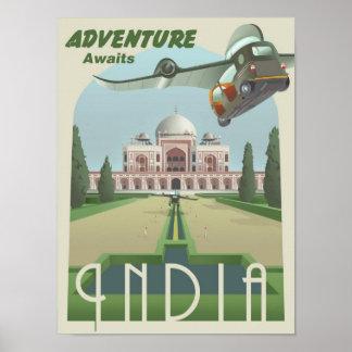 La aventura aguarda en la India Poster