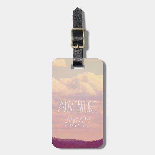 La aventura aguarda la etiqueta del equipaje etiquetas maleta