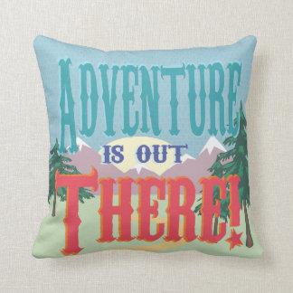 La aventura está hacia fuera allí almohada cojín decorativo
