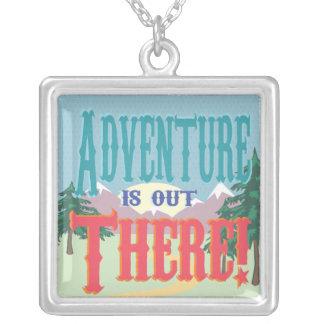 ¡La aventura está hacia fuera allí! Collar