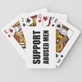 La ayuda abusó de hombres cartas de juego