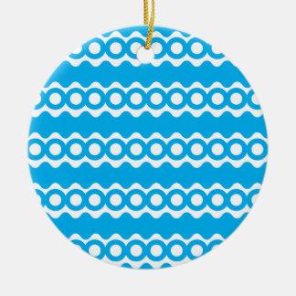 La azul turquesa brillante del trullo agita el adorno redondo de cerámica