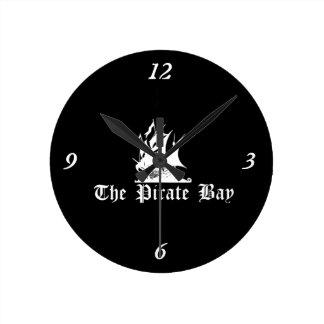 La bahía del pirata reloj redondo mediano