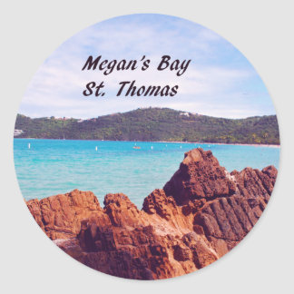La bahía St Thomas de Megan Pegatina Redonda