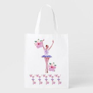 La bailarina con el hibisco rosado florece persona bolsas de la compra