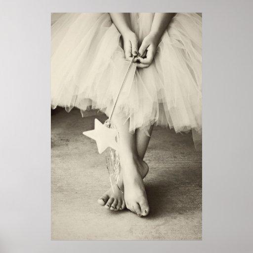 La bailarina toca con la punta del pie (blanco y n impresiones