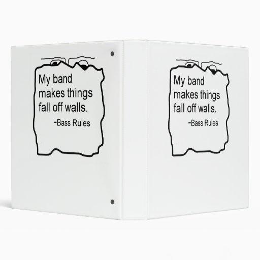 La banda hace caída de las cosas de reglas del baj