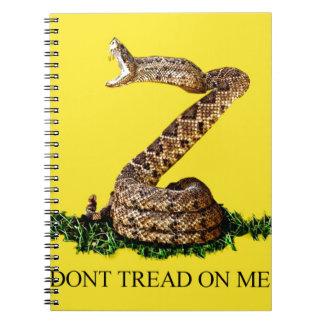 La bandera 2013 de Gadsden - no pise en mí el cua Libreta Espiral