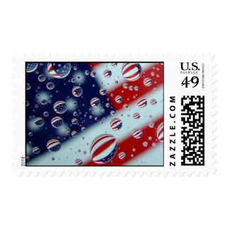 La bandera americana con agua cae el sello de los