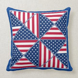 La bandera americana inspiró el caleidoscopio cojin
