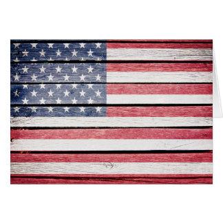 La bandera americana le agradece o esconde la nota tarjeta pequeña