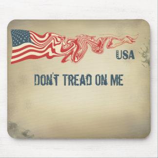 La bandera americana no pisa en mí el azul blanco alfombrilla de ratón