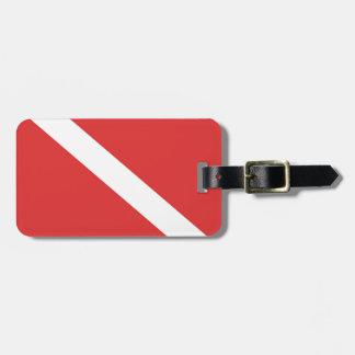 La bandera blanca roja del buceador de la insignia etiquetas de equipaje