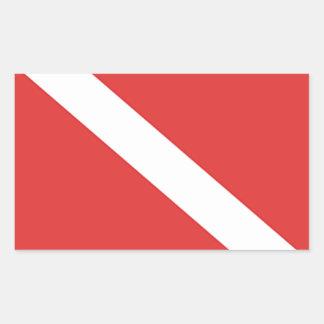 La bandera blanca roja del buceador de la insignia pegatina rectangular