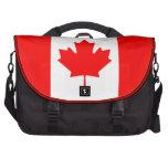 La bandera canadiense - recuerdo de Canadá Bolsas De Portatil