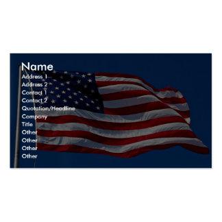 La bandera con las barras y estrellas está volando tarjetas de visita