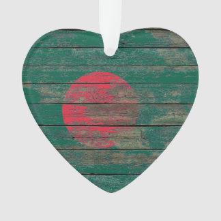 La bandera de Bangladesh en la madera áspera sube
