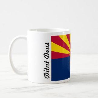 La bandera de dios de Arizona Ditat Deus enriquece Taza Básica Blanca