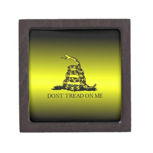 La bandera de Gadsden amarilla y negra se descolor Caja De Regalo De Calidad