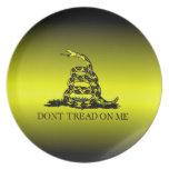 La bandera de Gadsden amarilla y negra se descolor Platos Para Fiestas