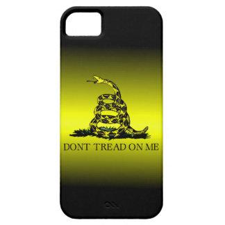 La bandera de Gadsden amarilla y negra se Funda Para iPhone 5 Barely There
