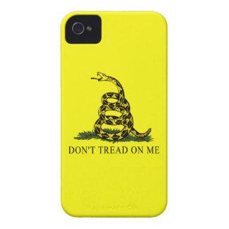 La bandera de Gadsden no pisa en mí Case-Mate iPhone 4 Fundas