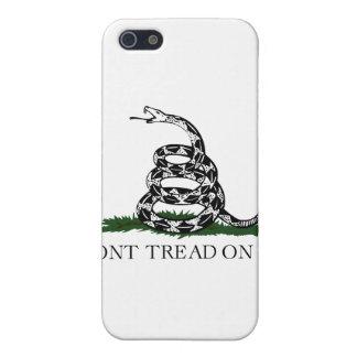 """La bandera de Gadsden """"no pisa en mí """" iPhone 5 Protectores"""