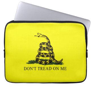 La bandera de Gadsden no pisa en mí Fundas Ordendadores