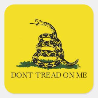 La bandera de Gadsden no pisa en mí político Pegatina Cuadrada