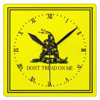 La bandera de Gadsden no pisa en mí Reloj Cuadrado