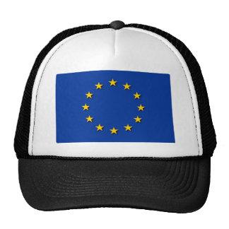 La bandera de unión europea/UE señala por medio de Gorro