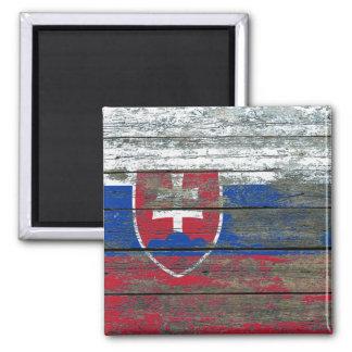 La bandera eslovaca en la madera áspera sube a imán para frigorifico