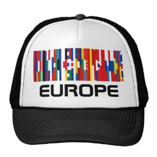 La bandera europea pela el gorra