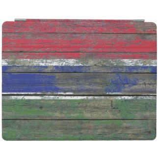 La bandera gambiana en la madera áspera sube a cover de iPad