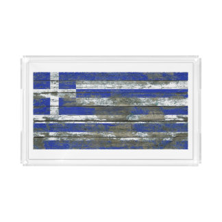 La bandera griega en la madera áspera sube a