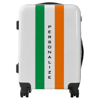 La bandera irlandesa de encargo continúa la maleta