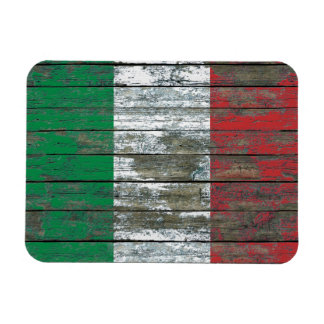 La bandera italiana en la madera áspera sube a imán de vinilo